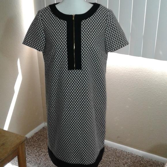 Tahari Dresses & Skirts - NWOT Tahari Printed Shift Dress SZ 10